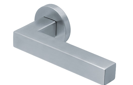 scoop slidebloc türdrücker form 1002 in edelstahl matt auf rundrosette
